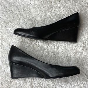 Stuart Weitzman Black Leather Round Toe Wedge Heel